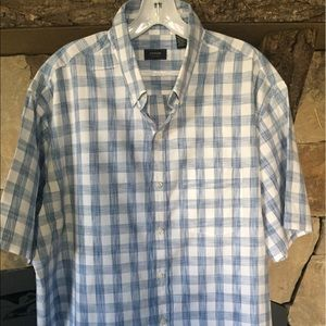 Men's Blue and white plaid button down shirt